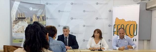 Firma del convenio entre FEACCU y la Comarca de la Hoya de Huesca para apoyar las Casas Canguro