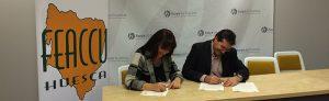 Firma del convenio en apoyo a las Casa Canguro entre FEACCU y la Comarca de la Hoya de Huesca.